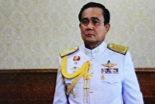 Военное правительство поддержал Король Таиланда