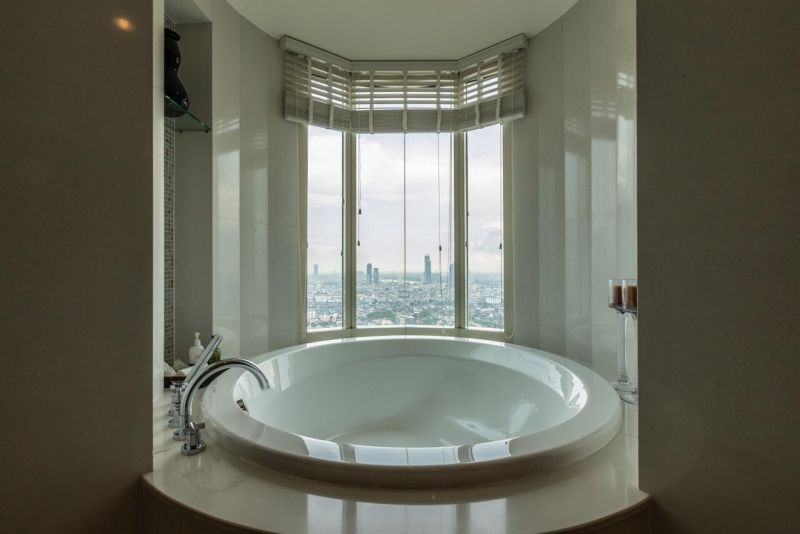 BKK condo by Chaophya River