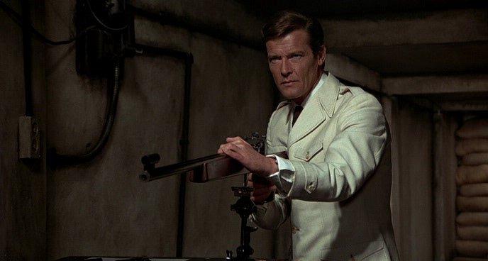 «Человек с золотым пистолетом» (1974)