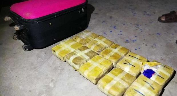 Бабушка и внук нашли чемодан метамфетамина в Бурираме