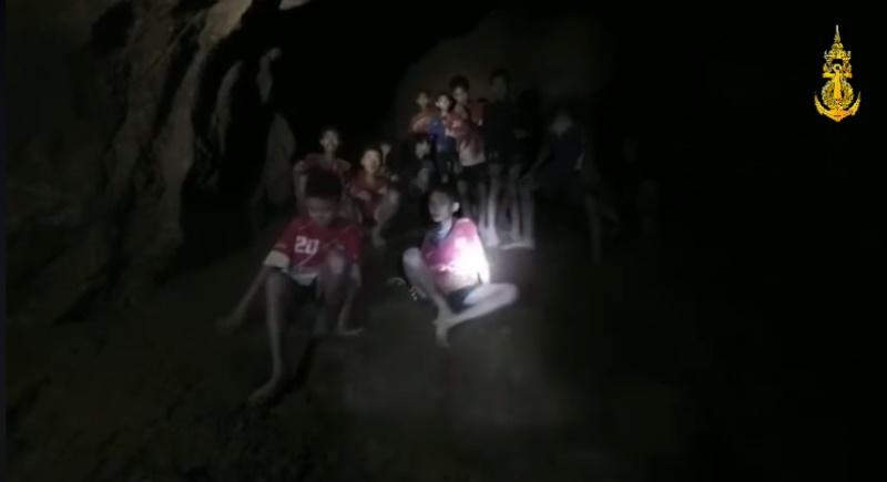 Министр: Заблокированных в пещере детей нужно вывести наверх до новых дождей