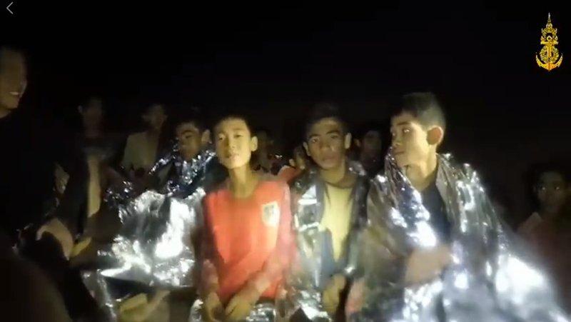Мяч с финала Чемпионата мира подарят тайским школьникам, спасенным из пещеры Тхам-Луанг