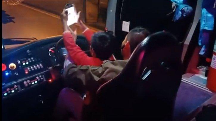 Водитель автобуса, посадивший за руль сына, решил уйти из профессии