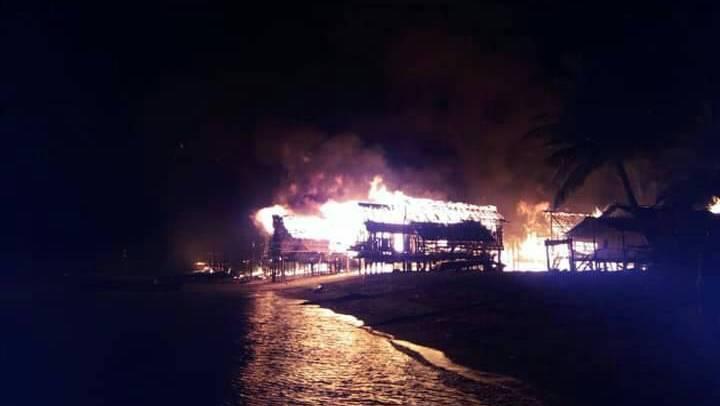 Огонь уничтожил деревню морских цыган на островах Сурин