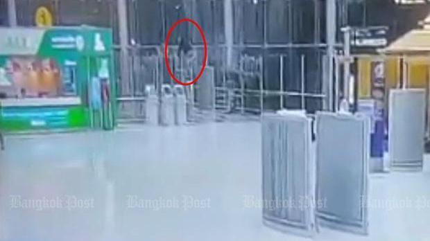 Россиянин погиб в результате падения с четвертого этажа в аэропорту Бангкока