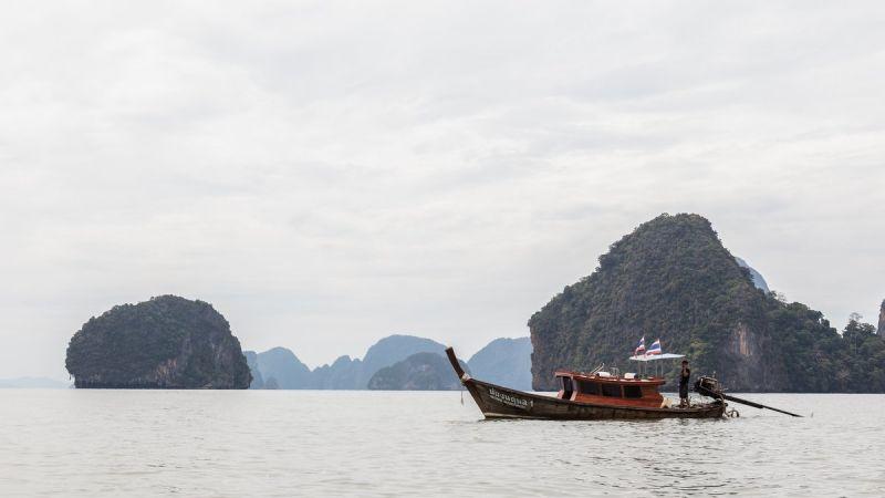 Глава нацпарка в заливе Пханг-Нга напомнил о штрафах за выброс мусора в море