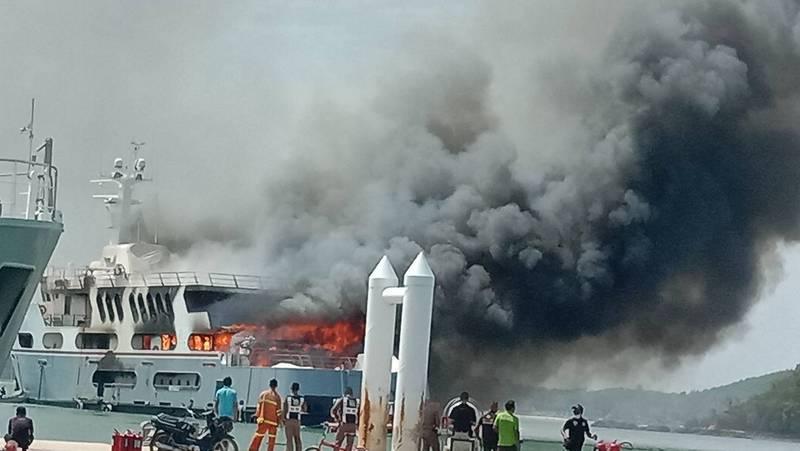 При пожаре на супер-яхте Lady D обошлось без жертв