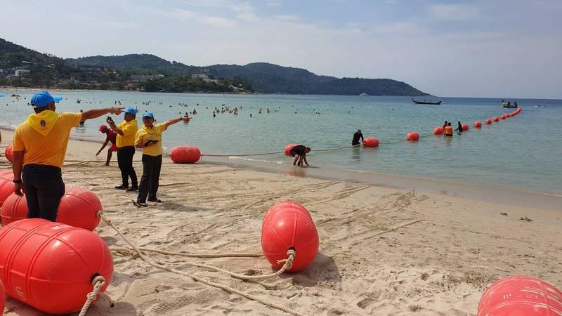 Часть пляжа Ката закрыли для лодок в целях защиты кораллов. Фото: DMCR