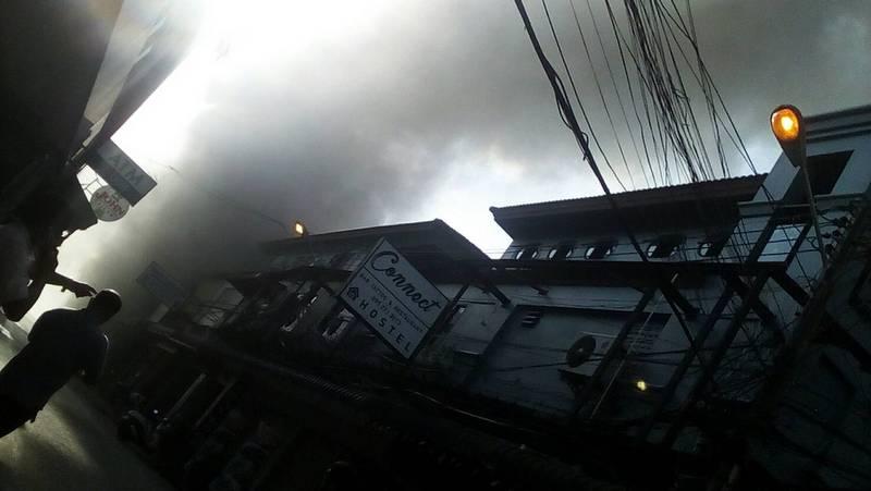 Массажный салон загорелся в Патонге утром 7 марта. Фото: DDPM Patong