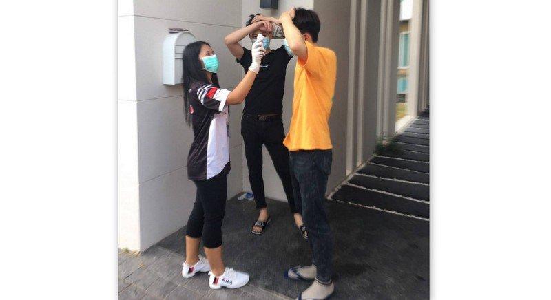 Полиция задержала четырех туристов за невыполнение требований Минздрава. Фото: Иккапоп Тхонгтуб