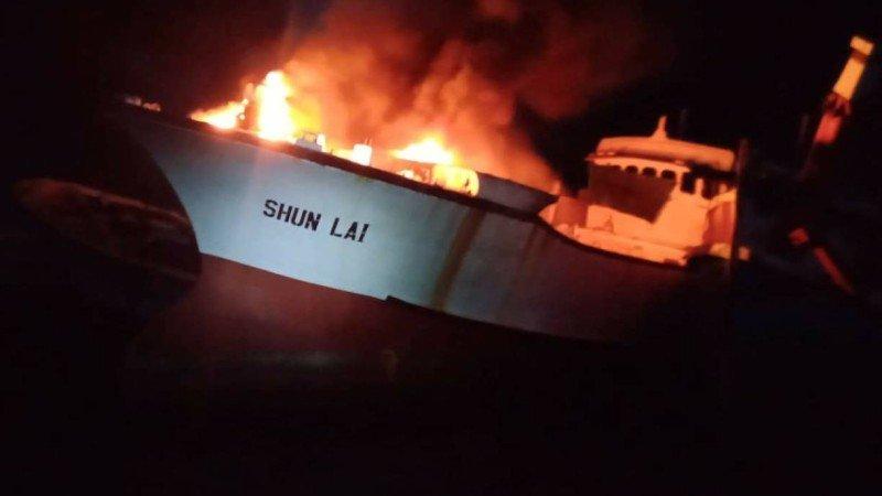 Пожар на борту Shun Lai начался около 21:30 вечера 15 апреля. Kusoldharm Phuket